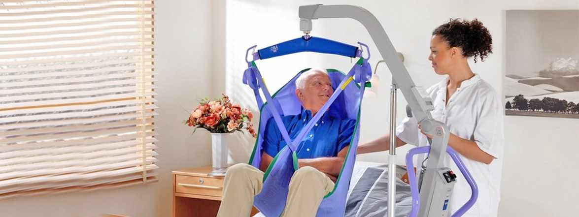 ArjoHuntleigh Maxi 500 power patient lift with 2-point hanger bar