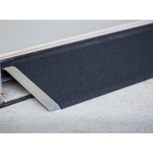 Angled entry plate - Slip-resistant surface