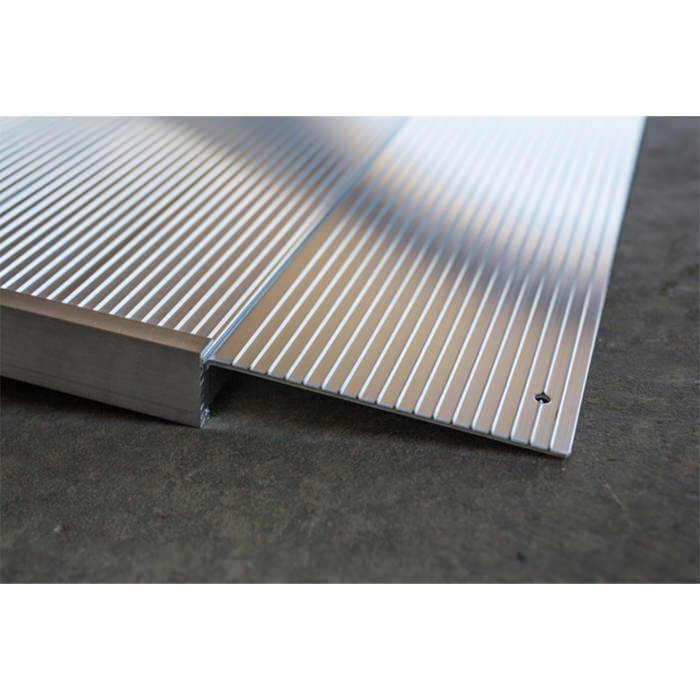 Transitions angled entry ramp - Slip-resistant surface