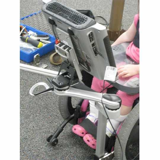 Single arm attachment on wheelchair
