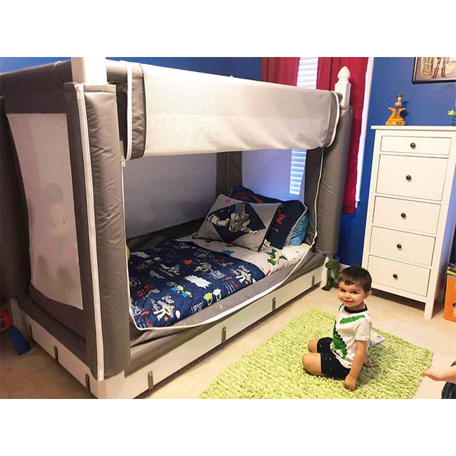 Noah's canopy bed
